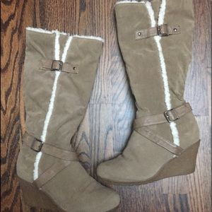 Refresh Boots Size 8 Taupe w/White fur trim